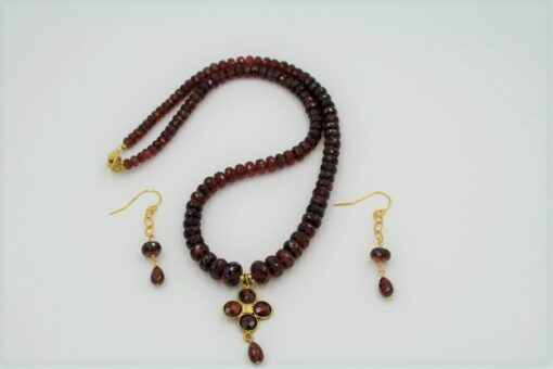 Red Garnet and Gold Necklace Set with faceted red round garnets graduated from small to large with a red and gold garnet pendant and matching earrings